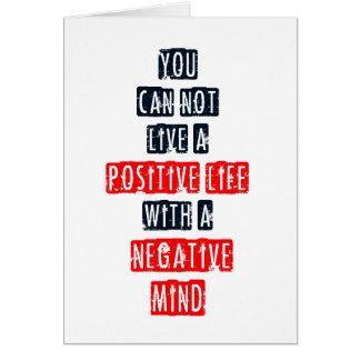 Usted no puede vivir una vida positiva con mente n felicitación
