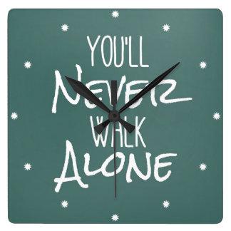 Usted nunca caminará cita sola reloj cuadrado