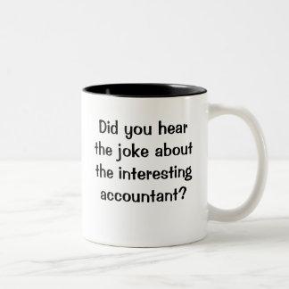 Usted oyó al contable interesante del chiste taza de café de dos colores