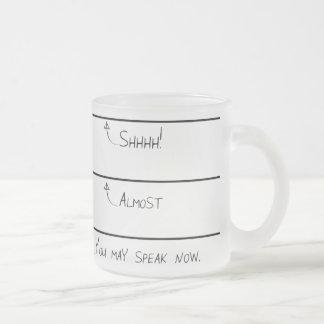 Usted puede hablar la taza de café ahora helada