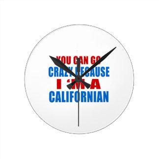 USTED PUEDE IR LOCO yo es CALIFORNIANO Reloj Redondo Mediano