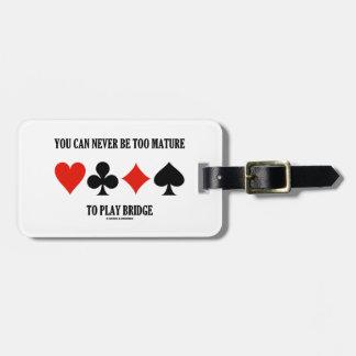 Usted puede nunca ser demasiado maduro jugar el pu