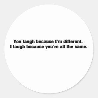 Usted ríe porque soy diferente. Río porque Y Pegatina Redonda