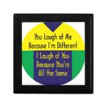 Usted ríe porque soy diferente yo río el 'cuz igua caja de recuerdo