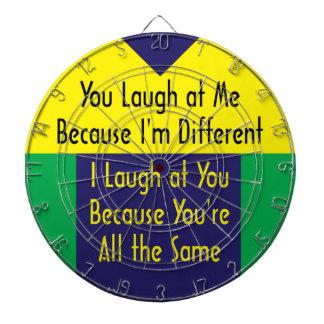 Usted ríe porque soy diferente yo río el cuz igua tablero dardos
