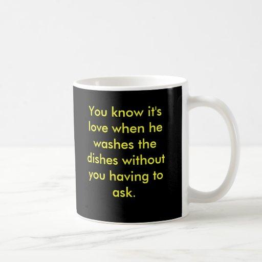 Usted sabe que es amor cuando él lava los wi de lo taza de café