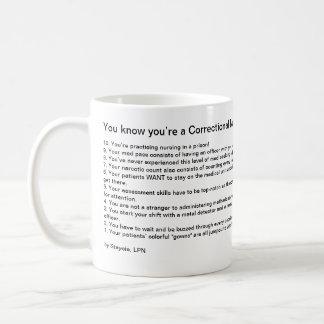 Usted sabe que usted es enfermera correccional taza clásica