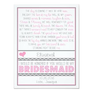 """¿Usted será mi dama de honor? Tarjeta rosada/gris Invitación 4.25"""" X 5.5"""""""