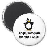 Usted tendrá que pasar a través de mi pingüino imán de frigorifico