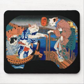Utagawa country 芳 'enjoying the cool air of cat' mouse pad