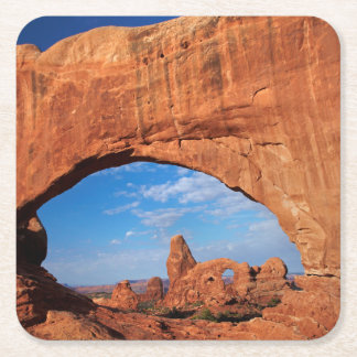 Utah, parque nacional de los arcos, arco 3 de la posavasos de cartón cuadrado