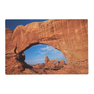 Utah, parque nacional de los arcos, arco 3 de la tapete individual