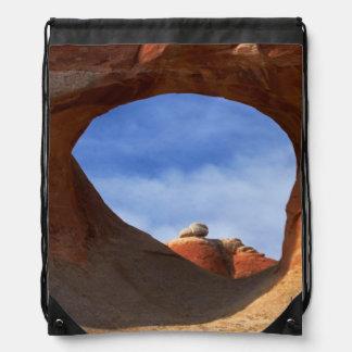 Utah, parque nacional de los arcos, arco del túnel mochilas