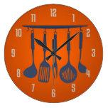 Utensilios de la cocina anaranjados reloj de pared
