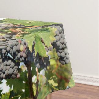 Uvas de vino en vid mantel de tela