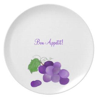 Uvas púrpuras de Appetit del Bon en una placa Plato De Cena