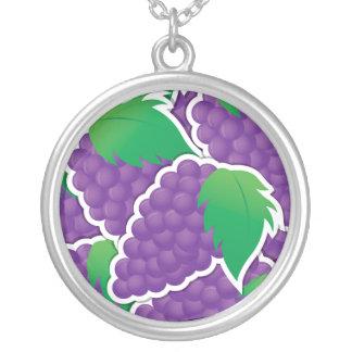 Uvas púrpuras enrrolladas colgante redondo
