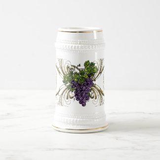Uvas púrpuras jarra de cerveza