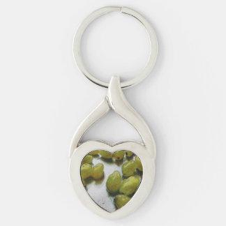 Uvas que relucir mojadas llavero plateado en forma de corazón