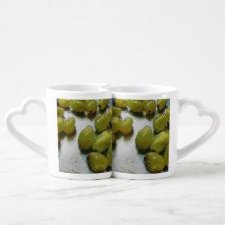 Uvas que relucir mojadas tazas para parejas