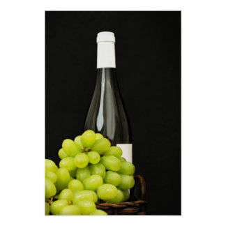 Uvas verdes y una botella de vino posters