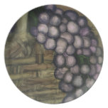 Uvas y cesta a granel de los productos plato