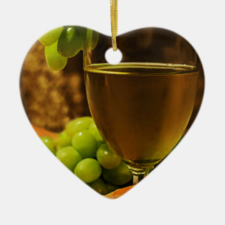 Uvas y jugo adorno de cerámica en forma de corazón
