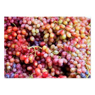 Uvas y tarjeta de visita del vino
