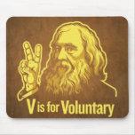 V está para el cojín de ratón voluntario de Lysand Alfombrillas De Raton