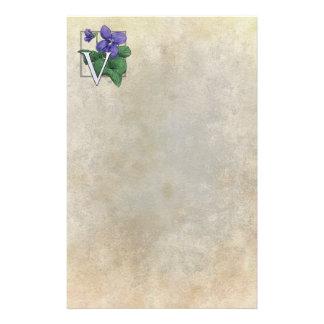 V para el monograma de la flor de las violetas papelería personalizada