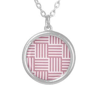 V y rayas amplias de H - cordón rosado y Puce Colgantes