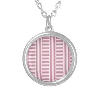 V y rayas simples de H - cordón rosado y Puce Collar
