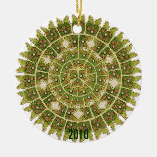 Va el ornamento verde del día de fiesta del copo adorno navideño redondo de cerámica