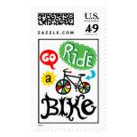 Va el paseo una bici - monte en bicicleta el sello