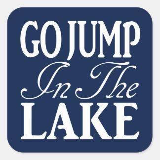 Va el salto en el lago pegatina cuadrada