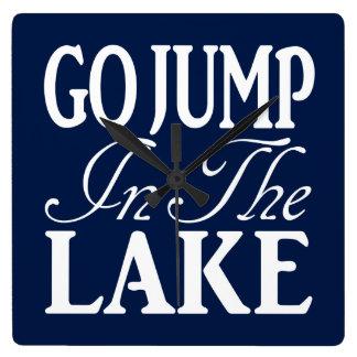 Va el salto en el lago reloj cuadrado