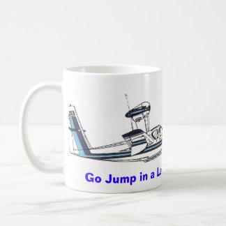 ¡Va el salto en un lago! Taza De Café