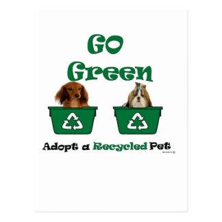 va el verde adopta a un mascota reciclado tarjeta postal