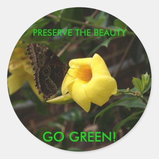 ¡VA EL VERDE! Mariposa en la flor amarilla Pegatina Redonda