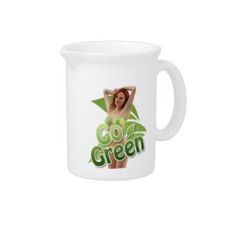 Va la belleza verde del chica jarrón