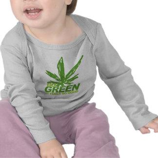 Va la mala hierba verde camiseta