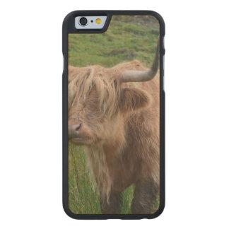 Vaca adorable de la montaña funda de iPhone 6 carved® slim de arce