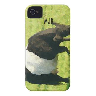 Vaca ceñida mirada pintada de Galloway en campo iPhone 4 Case-Mate Coberturas