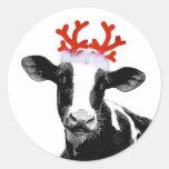 Vaca con las astas del reno etiqueta redonda