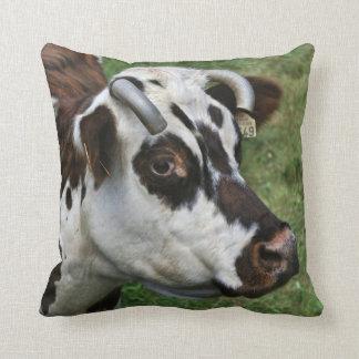 Vaca de la casa de Normande Cojines