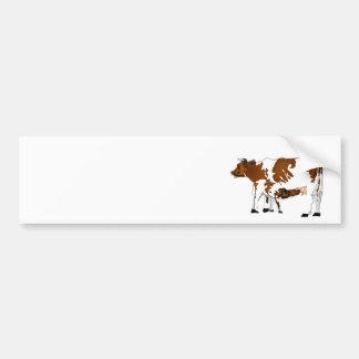 Vaca de la madre con el becerro pegatina de parachoque