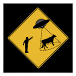 Vaca de la muestra de camino y poster del UFO