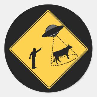 Vaca de la muestra de camino y UFO Pegatinas