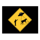 Vaca de la muestra de camino y UFO Tarjetas Postales