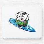 Vaca de la persona que practica surf tapetes de ratones